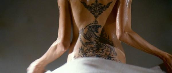 tatuajes-angelina-jolie
