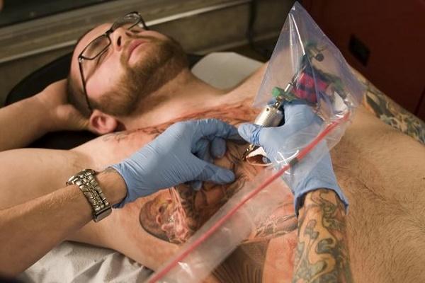 Como-se-hacen-los-tatuajes-una-mirada-cientifica-al-arte-en-la-piel