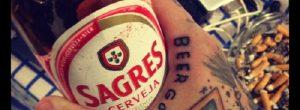 No se debe consumir alcohol después de hacerse un tatuaje